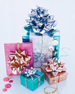 mld106496_1210_gifts_02.jpg