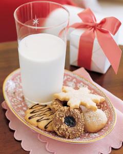 ml1203_1203_cookies_milk.jpg