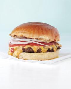 pimiento-cheeseburger-4-med108678.jpg