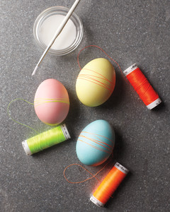 making-easter-eggs-strings-mld108212.jpg