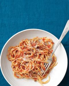 spaghetti-tomato-anchovy-sauce-med108164.jpg