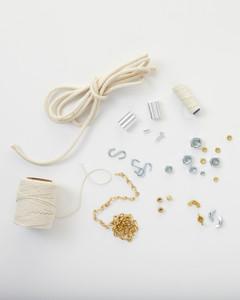 opener-hardware-jewelry-glossary-013-ld110089.jpg