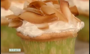 Video: Corn-On-The-Cob Cupcakes | Martha Stewart