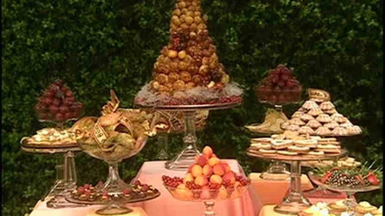Pleasant How To Create A Dessert Buffet Interior Design Ideas Apansoteloinfo