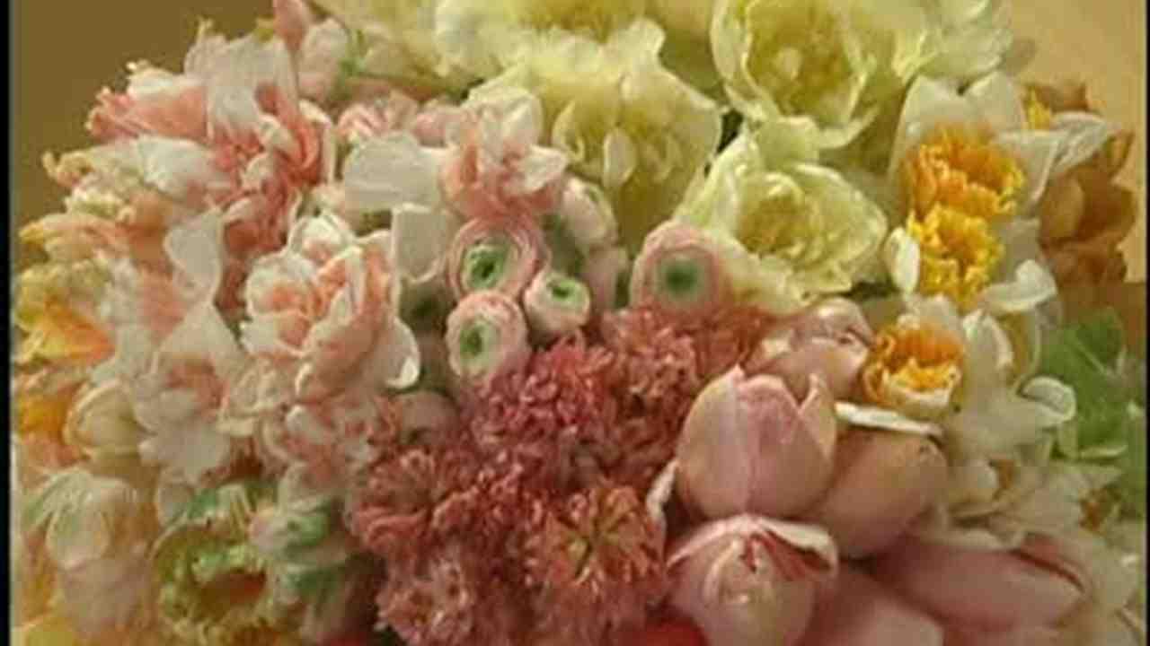 & Video: Square Vase Four Quadrant Bouquet   Martha Stewart