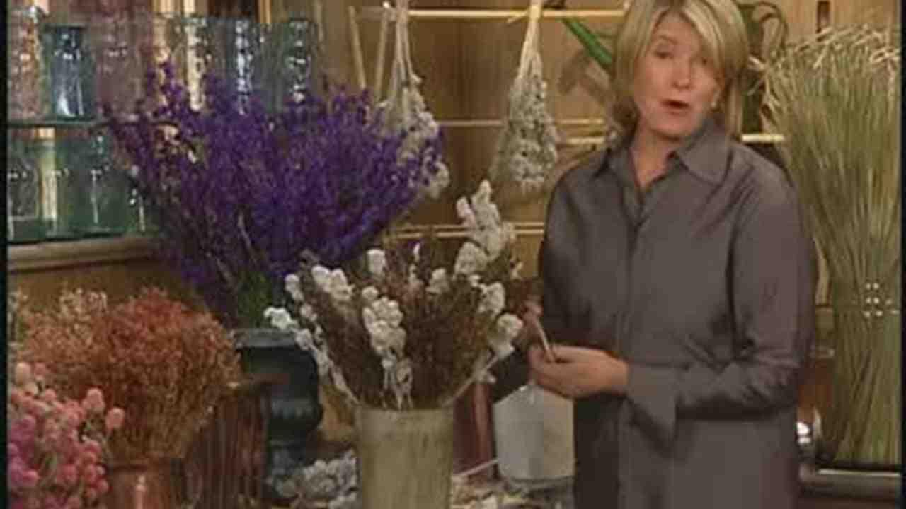 Video Arranging Your Dried Everlasting Plants Martha Stewart