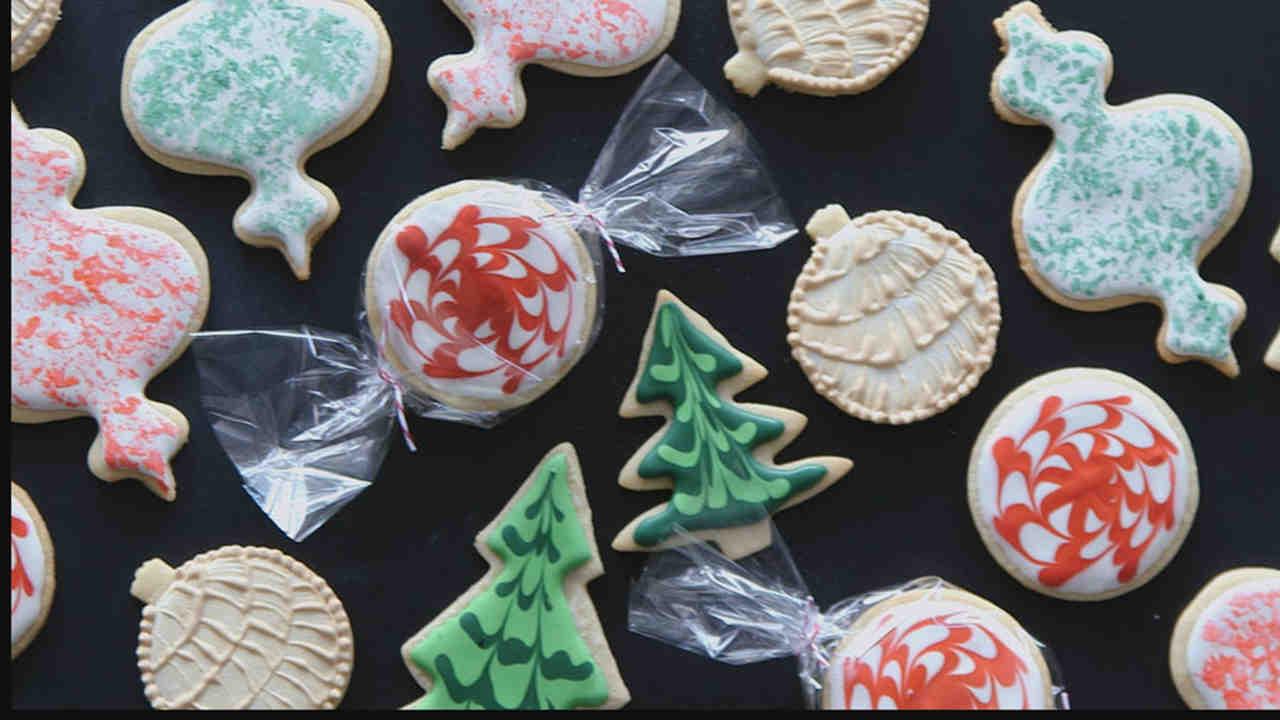 video 3 fun u0026 easy ways to decorate sugar cookies martha stewart