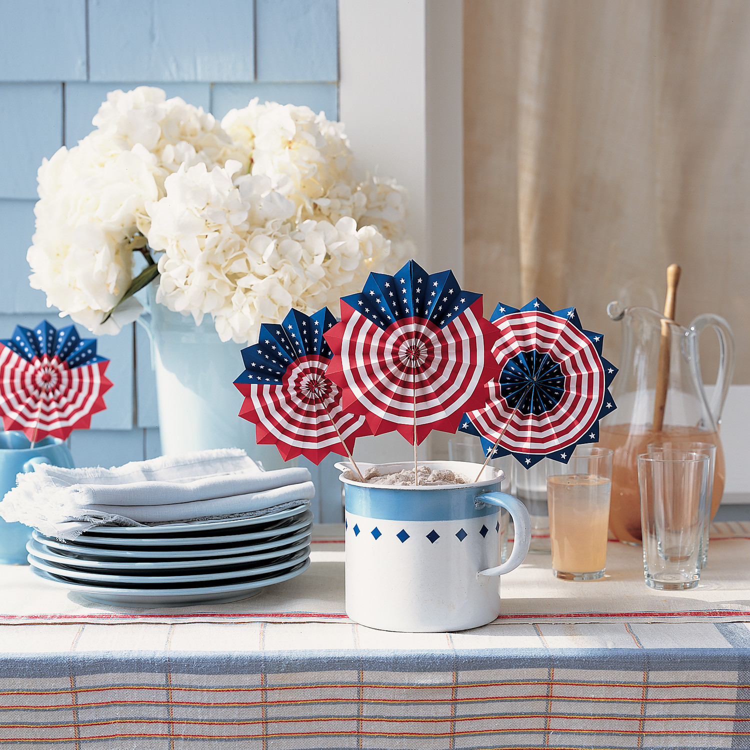 Patriotic fans for independence day martha stewart for Martha stewart home decor