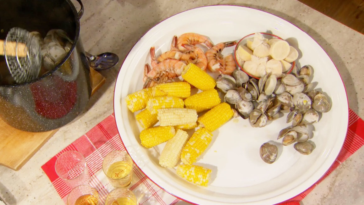 Video: Stove-Top Clambake | Martha Stewart