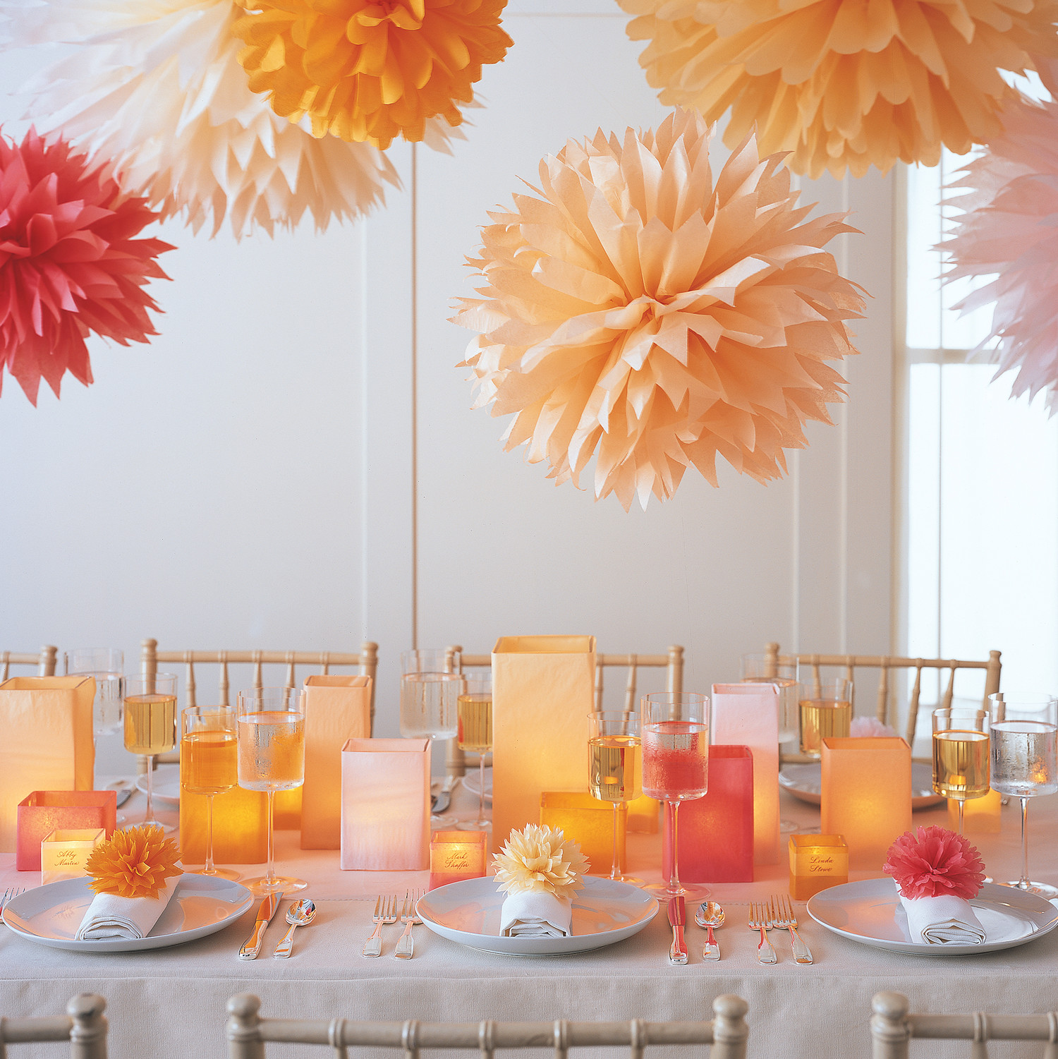Pom poms and luminarias video martha stewart for Deco de table original