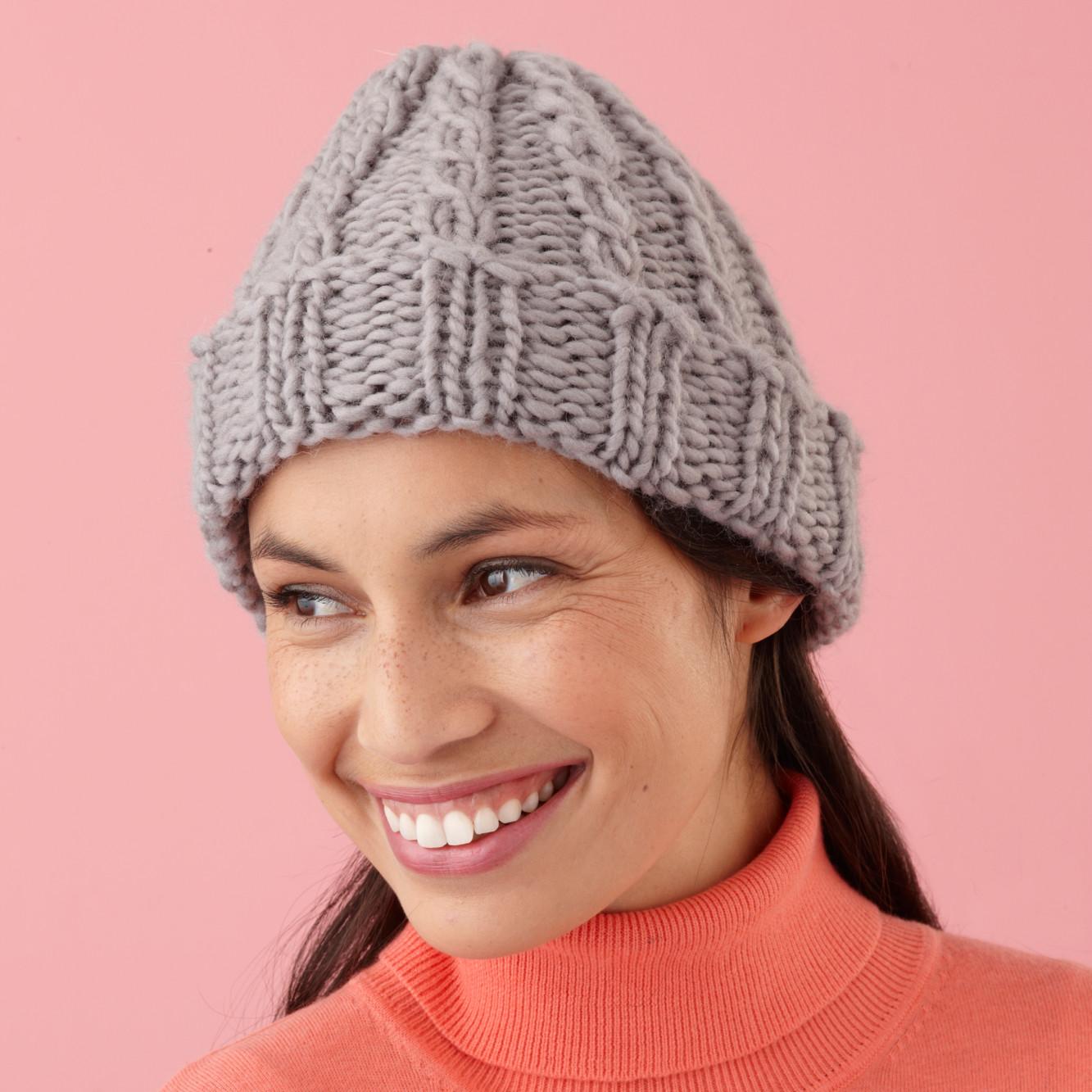 Вязание стильной женской шапки