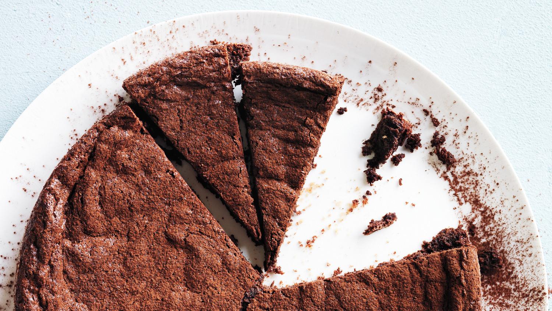 fudgy-brownie-cake-md109612.jpg