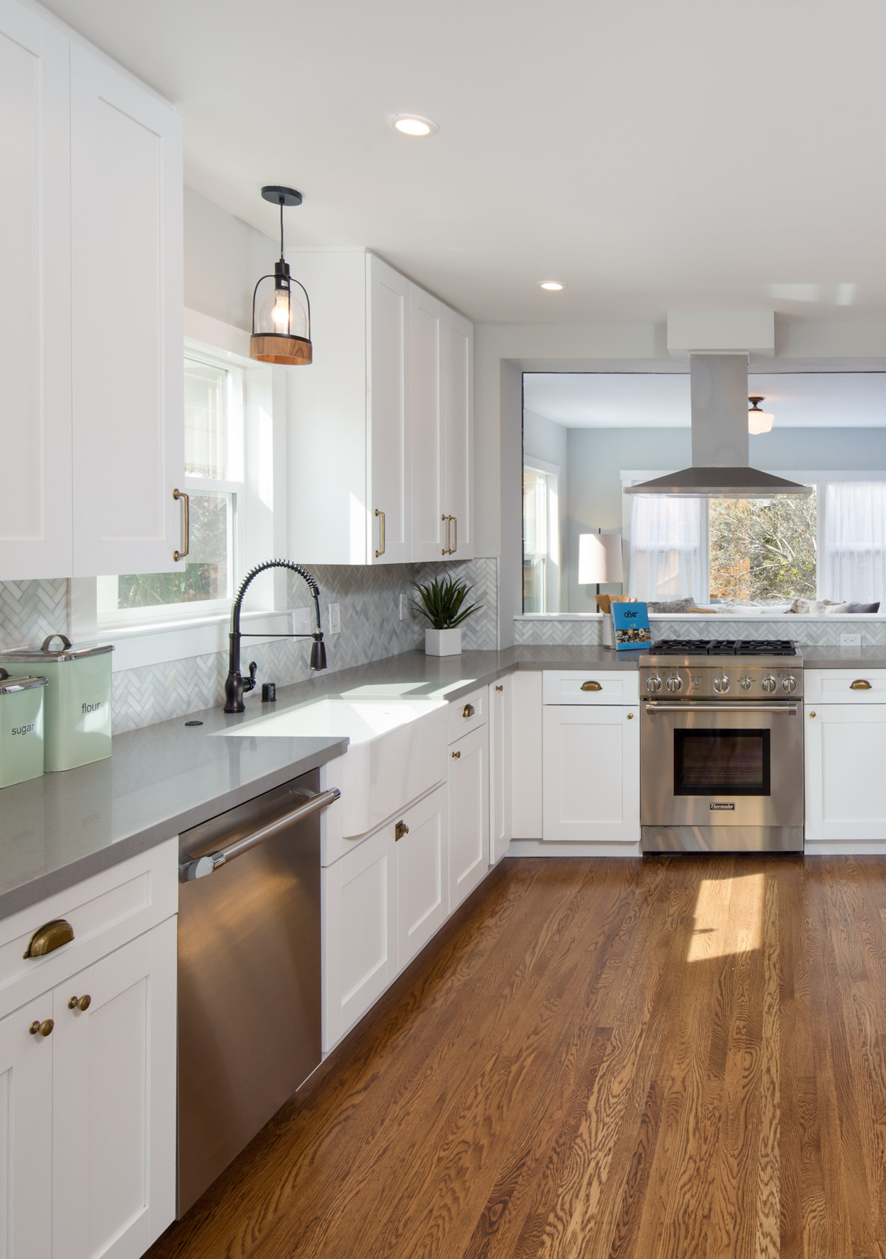 Tips For Kitchen Color Ideas: Farmhouse-Inspired White Kitchen Ideas