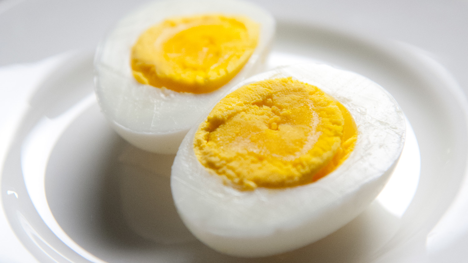 Video Simple Tips On How To Peel A Hard Boiled Egg