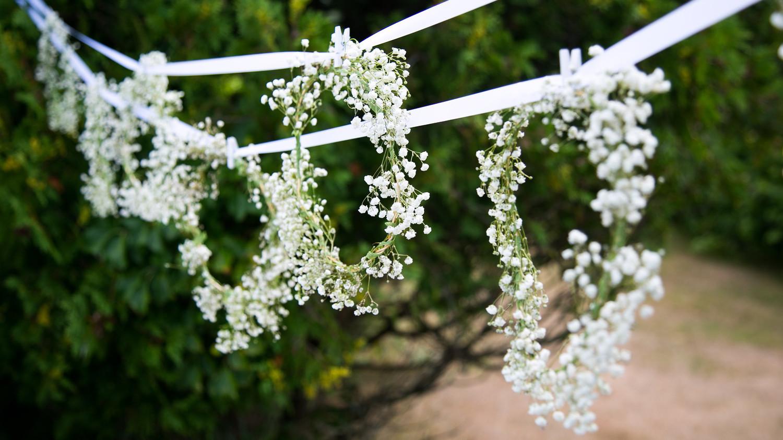 blooming-en-blanc-party-hanging-babys-breath.jpg