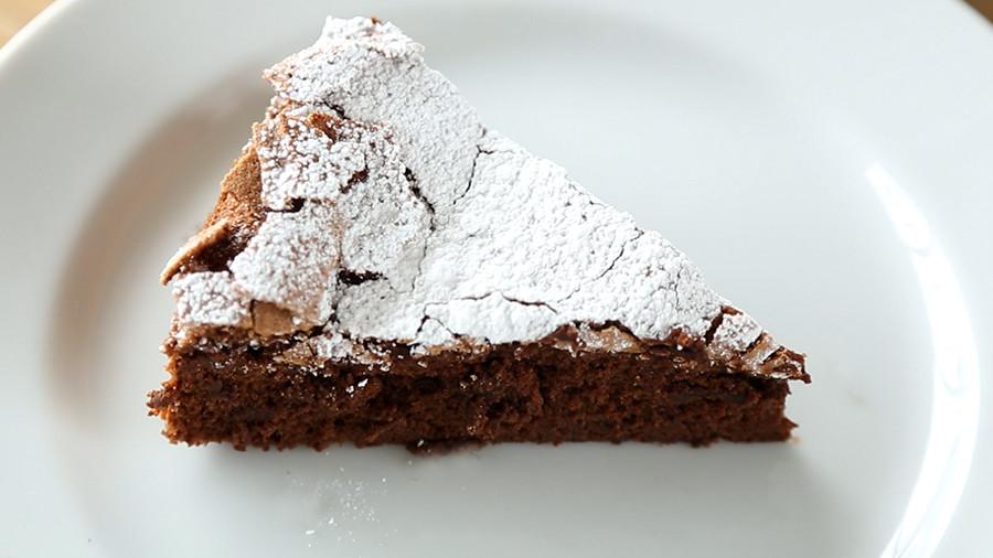 Video: 4-Ingredient Flourless Chocolate Cake | Martha Stewart