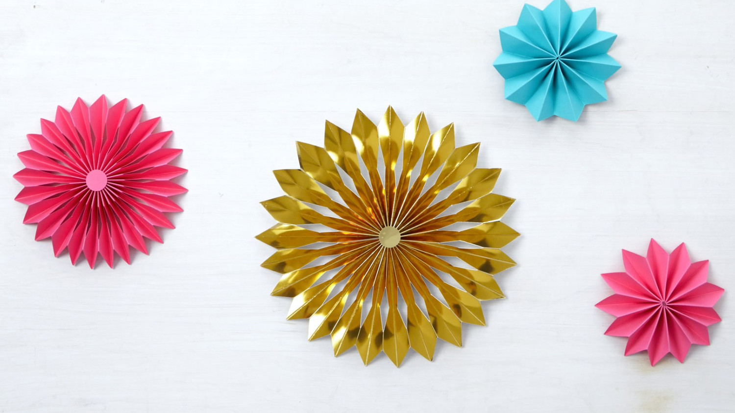 Video: How To Make A Rosette Christmas Tree Topper