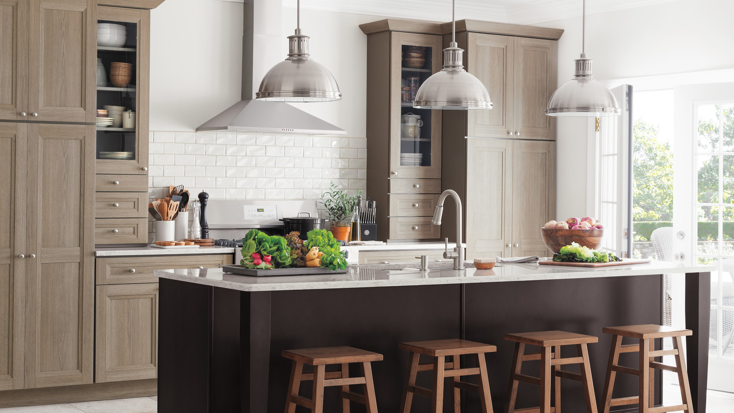 Video martha stewart shares her kitchen design for Sample small kitchen designs