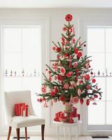 ml1204_hol08_ribb_tree.jpg