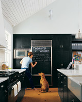 ml0903_0903_kitchen_dog.jpg