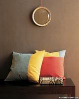 mpa102354_fal06_pillows.jpg