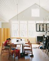 ml0903_0903_kitchen_table.jpg