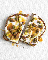 med105088_1209_toast_yogurt.jpg