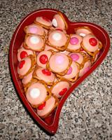 vday_treat_ugc09_pretzel_treats.jpg
