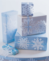 mslkids120_hol02_snowflake_presents.jpg