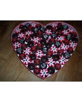 vday_treat_ugc09_box_of_chocolates_cupcakes.jpg