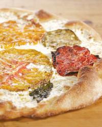 4147_050109_tomatopizza.jpg