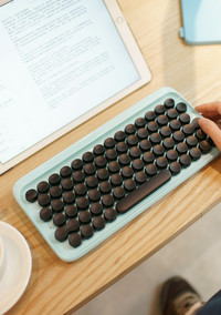 Dear, Antique Lovers: You Need This Mechanical Typewriter Keyboard