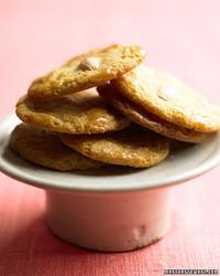 ed102521_hol06_almcookies.jpg
