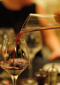 """Are You Serving Wine the """"Right"""" Way? 3 Rules to Help You Pour Like a Pro"""