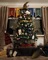 """This """"Harry Potter""""-Themed Christmas Tree is Pure Magic"""