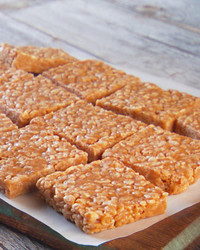 mh_1023_pb_krispy_treats.jpg