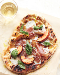 How to Make a (Delicious!) Homemade Grilled Pizza