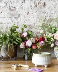 4 Simple Steps to a Stunning Flower Arrangement