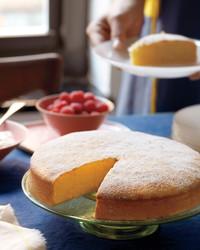med106601_0411_eas_lemon_cake.jpg