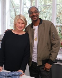 Don t miss the super sized episode of martha snoop s potluck dinner party tonight martha Better homes and gardens tonight s episode