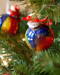 Christmas Craft for Kids: Swirly Christmas Ornaments