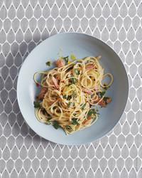 spaghetti-with-tuna-036-md110958.jpg