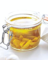 garlic-oil-0711med107412-hyt008-01.jpg