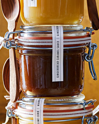 gingerbread-caramel-sauce-102828167.jpg