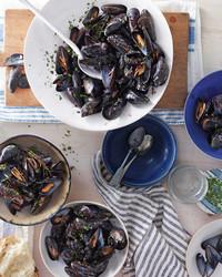 mussels-red-wine-garlic-2-mbd108286.jpg