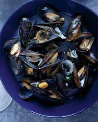 mussels-white-wine-0611med107092hyt.jpg