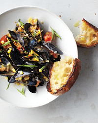 dinner-steamed-mussels-1482-mbd108710.jpg