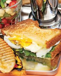 egg-watercress-sandwiches-0711md106420.jpg