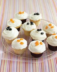 frosted-vanilla-cupcakes-1005-med101578.jpg