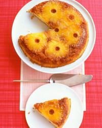 pineapple-upside-down-cake_ea101198_021.jpg